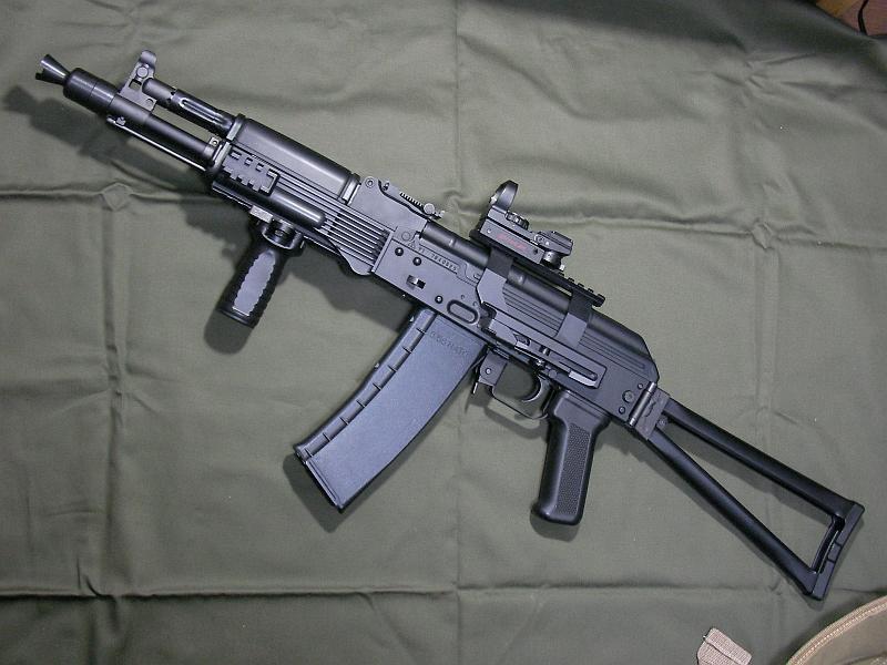 Best Assault Rifle today: M8 vs. AK-101?